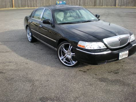 lincoln town car pictures information  specs