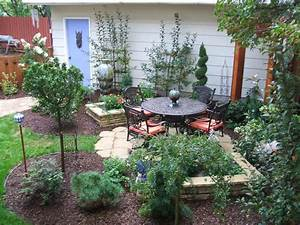 Ideas For A Small Backyard Wooden And Concrete Townhouse ...