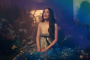 My Light Shines On Lyrics Musgraves 39 39 Rainbow 39 Video Finds Beauty In Darkness