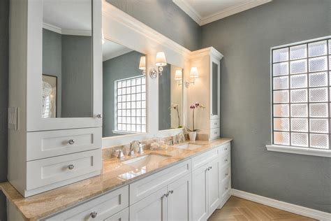 excellent   luxurious bathroom outlook