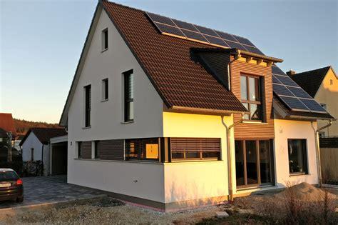 Einfamilienhaus Modern by Einfamilienhaus Modern Holzhaus Satteldach Gaube Mit