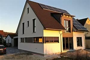 Einfamilienhaus Mit Garage : einfamilienhaus modern holzhaus satteldach gaube mit ~ Lizthompson.info Haus und Dekorationen