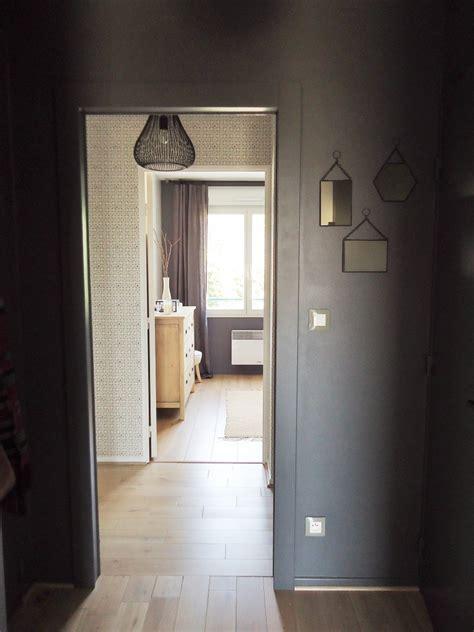 peindre un meuble de cuisine une entrée et un couloir contrastés home by
