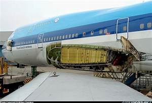 How Are The Wings Of Large Planes Attached So That They