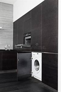 Waschmaschine In Küche : aufbauen in der waschmaschine und im kocher auf k che stockfoto bild von auslegung k che ~ Watch28wear.com Haus und Dekorationen