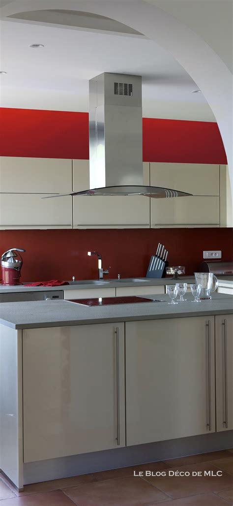 fond cuisine cuisine meubles beige sur fond cuisine couleur