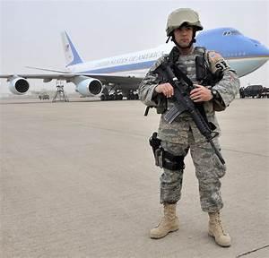 File:US Air Force 090407-F-1125C-210 President Obama ...