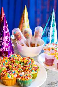 Pop the Confetti New Year's Eve for Kids - Play.Party.Plan