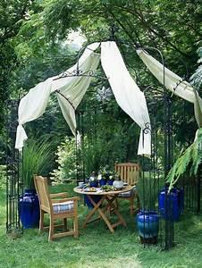 Gartenpavillon Mit Festem Dach : 50 gartenlauben aus holz gartenpavillon selber bauen ~ Whattoseeinmadrid.com Haus und Dekorationen