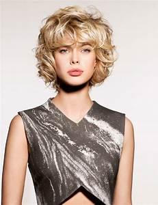Coupe Courte Cheveux Bouclés : coupe de cheveux femme carre boucle ~ Melissatoandfro.com Idées de Décoration