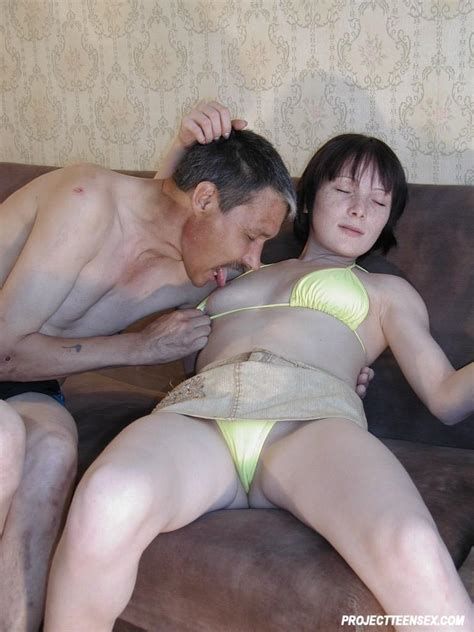 Amateur Couple Fucking On The Couch