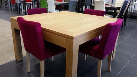 table et chaise cars rupture des couleurs pour un intérieur design 4 pieds