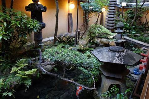 classic ryokan courtyard koi pond picture  kikokuso