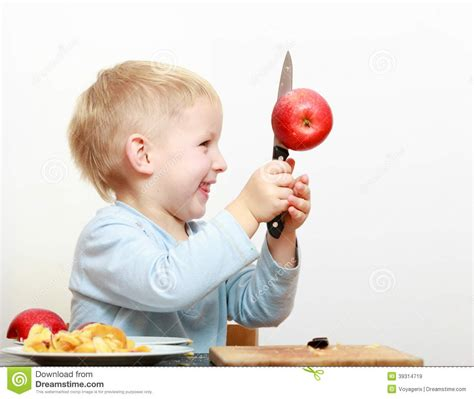 cuisine d enfant 201 l 232 ve du cours pr 233 paratoire blond d enfant d enfant de