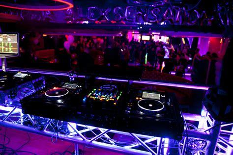 neon bar lights dj booth at a dj setup at fundjstuff com