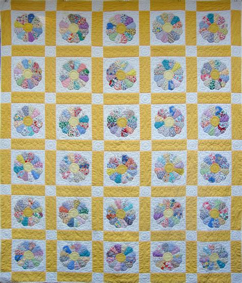 dresden plate quilt vintage dresden plate quilt q is for quilter
