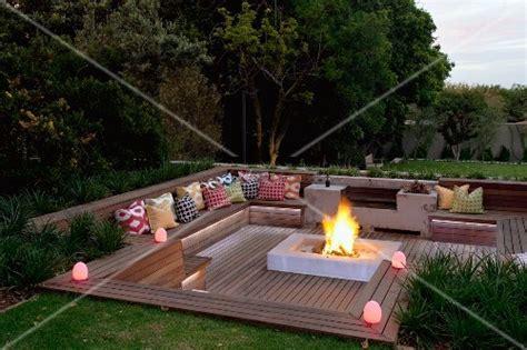 Terrasse Tiefer Als Garten by Abendstimmung 252 Ber Elegantem Sitzplatz Im Garten Tiefer