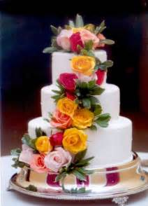 decorating wedding cakes with flowers