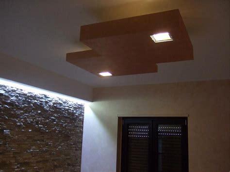 disegni di controsoffitti in cartongesso ladario a soffitto moderno elegante lavori in
