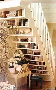 Lidee deco du dimanche creez des etageres sous escalier for Idee deco sous escalier