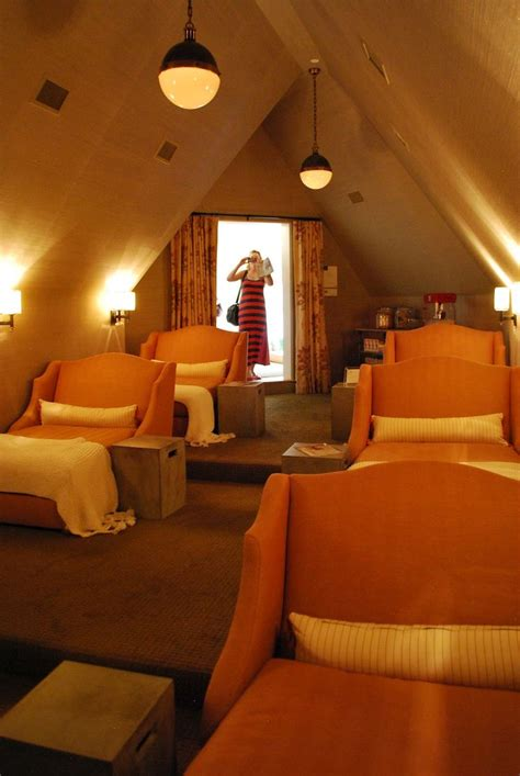 chaise cinema best 25 attic rooms ideas on attic