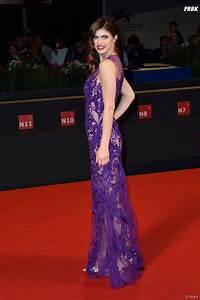 alexandra daddario sexy en robe transparente lors d39une With robe transparente video