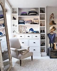 Begehbarer Kleiderschrank Klein : begehbarer kleiderschrank planen 50 ankleidezimmer schick einrichten ~ Eleganceandgraceweddings.com Haus und Dekorationen