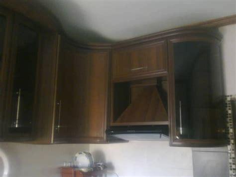 * توجد غرفه + دورة مياه + مطبخ مهيئة لعامل المبنى أو الحارس. خزائن مطبخ المنيوم مستعمل للبيع
