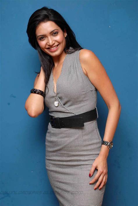 actress karishma tanna latest hot photogallery thuppaki