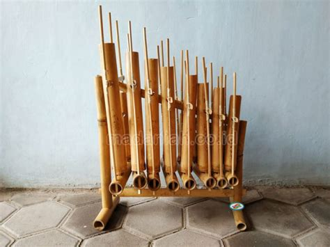 Aneka macam angklung dan marakas. Distributor Alat Musik Tradisional Angklung Sumatera Utara • Madaniah™