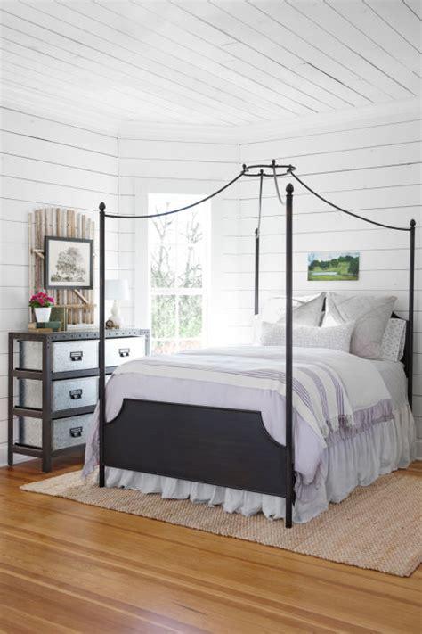 magnolia house fixer upper bed breakfast  lovely