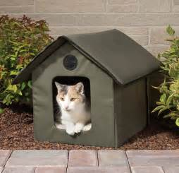 insulated outdoor cat house crudmudgeonz the only heated outdoor cat house