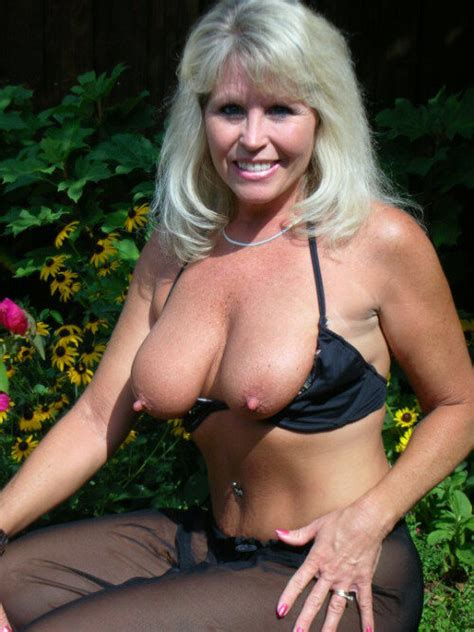 Hot Mature Flashing Her Sexy Tits With Big Nipples
