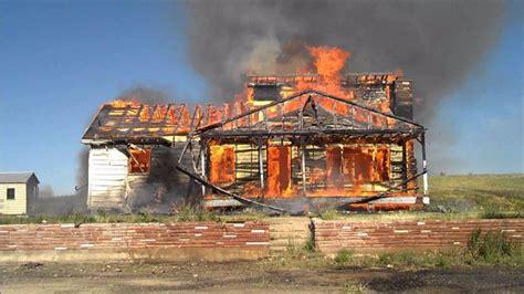 Sešu bērnu ģimene šausminošā ugunsgrēkā zaudējusi visu ...