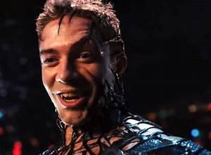 Spiderman's Venom scene in SP3 or Mary Jane Kissing ...