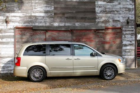 small engine maintenance and repair 2011 chrysler town country security system 2011 chrysler town and country vin 2a4rr8dg4br612286 autodetective com