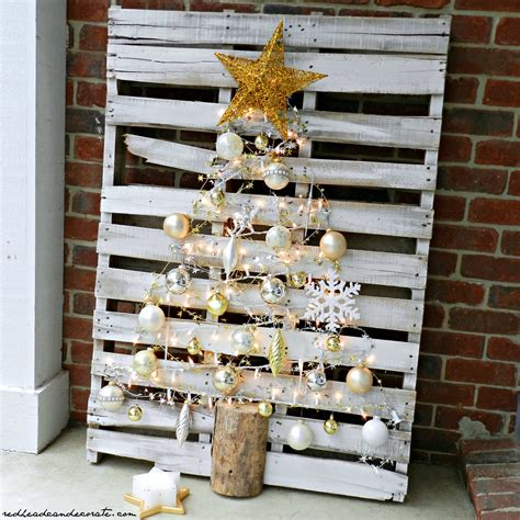 pallet christmas tree redhead  decorate