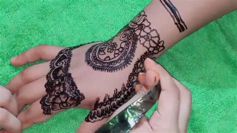 The kashee's mehndi artistry is the mixture of contrary kashee's mehndi is not only for the bride's but also for teenager girls. Kashee's Inspired Signature Mehndi | Mehndi Designs | kashee's inspired mehndi | Simple henna ...