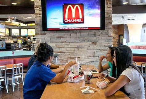 cuisine tv menut mcdonald 39 s puts a television channel on the fast food