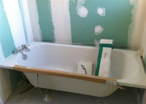 cuisine cr騁oise quantite d eau dans une baignoire 28 images baignoire en ilot et robinet r 233 tro pour salle de bain vintage cr 233 ation et installation de