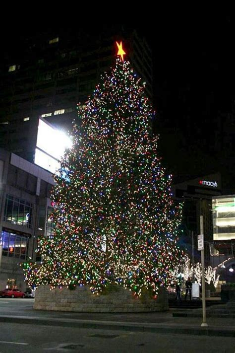cincinnati s fountain square at christmas cincinnati