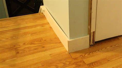 poser plinthe cuisine pose de plinthes en bois bricolage facile
