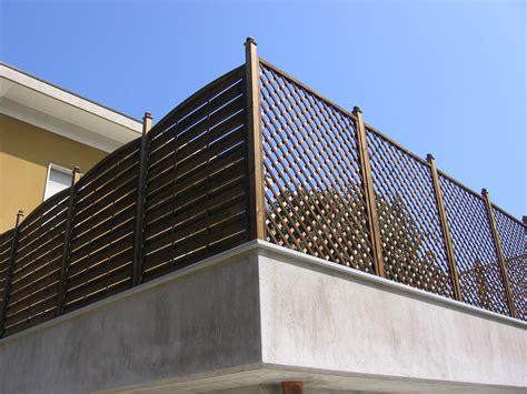 recinzione terrazzo fioriere grigliati su misura e lavori speciali in legno