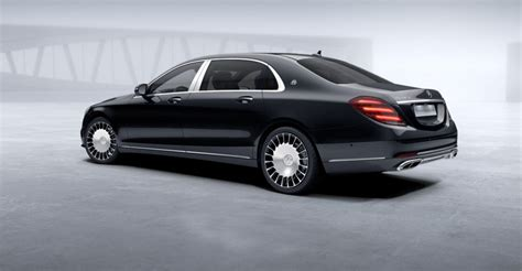 Selenite grey metallic, obsidian black, magnetite black metallic, emerald green, diamond silver, cavansite blue the mercedes s560 and s650 maybach differ on the basis of performance as well as features. Mercedes Benz S450 L 4M MAYBACH   Fugo Cars