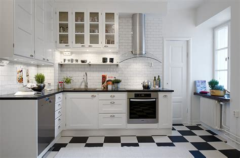 kitchens with black and white floors piso preto e branco tabuleiro um cl 225 ssico que volta a 9632