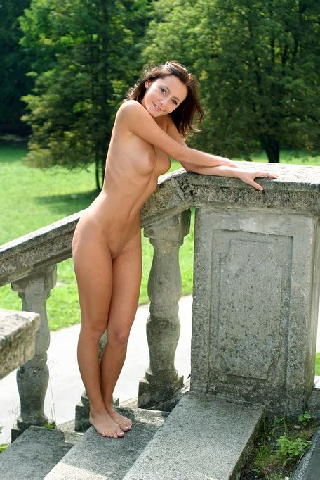 Outdoor Nude Beauty Nicol Has Great Natural Tits And A Shaved Pussy XBabe