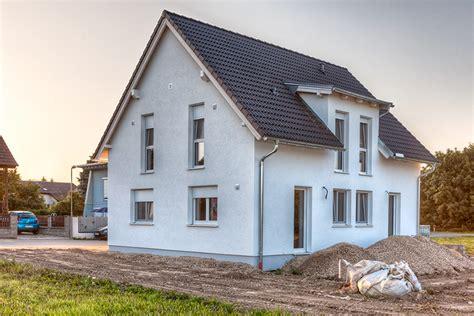 Modernes Haus Weiß by Haus Mit Grauen Fenstern Wohn Design