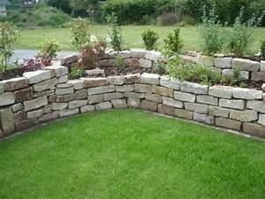 Trockenmauer Bauen Ohne Fundament : hochbeet aus jurasteinen garten trockenmauer ~ Lizthompson.info Haus und Dekorationen