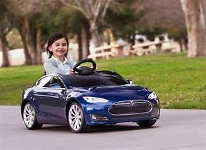Voiture Enfant Fille : comment bien choisir une voiture lectrique pour enfants ~ Teatrodelosmanantiales.com Idées de Décoration