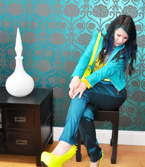 Outfit Yellow Shoes